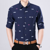 Nehmen die lange beiläufige Hülsen-Taste der Männer unten passendes T-Shirt ab
