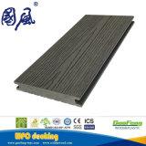 屋外の使用のスリップ防止固体WPC Deckingかフロアーリング