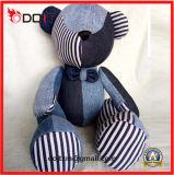 움직일 수 있는 팔 및 다리를 가진 청바지에 의하여 채워지는 견면 벨벳 장난감 곰