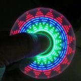 Hilandero de la mano del modelo del cambio del hilandero de la persona agitada de la luz del LED
