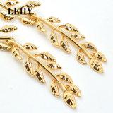 新しい方法宝石類の光沢がある金カラー葉の女性のための長い低下イヤリング