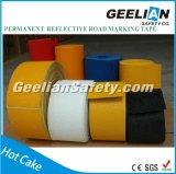 Marcature di strada di colore giallo di sicurezza stradale