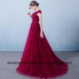 宴会の党プロムの服に玉を付ける優雅なイブニング・ドレスのレースの花