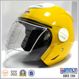 Demi de moto de face emballant le casque (OP201)