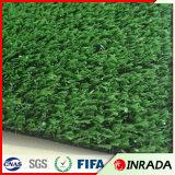 Césped alto de mirada natural del sintético de la hierba del césped del jardín del animal doméstico sintetizado del césped