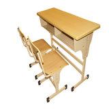 Escritorio estable y silla previstos para los niños