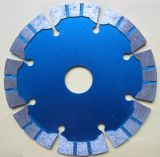 Поделенное на сегменты лазером конкретное лезвие алмазной пилы