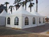 Grande tenda del Pagoda di cerimonia nuziale esterna bianca con le tende & i rivestimenti