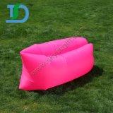 Sofá preguiçoso inflável personalizado na sala de visitas