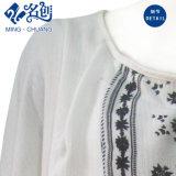 Vestito bianco dalle ragazze di modo del manicotto lungo con il fiore del ricamo & della frangia