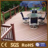 Decking composé extérieur Anti-UV de WPC pour le plancher