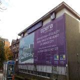 Здание конструкции оборачивает знамя сетки загородки для рекламировать знак