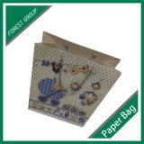 Симпатичная хозяйственная сумка бумаги несущей для одежд младенца