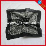 標準的なカスタム安い卸し売り正方形のバンダナ