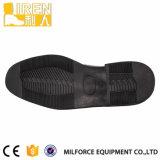 Alle überziehen schwarze Büro-Schuhe mit Leder