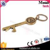 Abrelatas de botella suave de cobre amarillo del clave del metal del esmalte de los regalos de boda con el anillo
