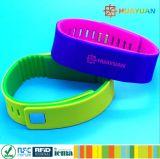 ISO 14443A Langlebige Smart NTAG 213 RFID Soft Silikon Dual Farbe Wristband
