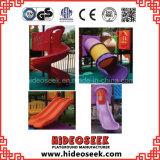 スライドを持つ子供のための屋外の運動場の船