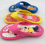 All'interno il sandalo all'aperto tira i pistoni in secco per il bambino