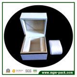Caixa de relógio de madeira personalizada com papel do iPhone