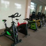 Bicicleta de exercício do clube de aptidão