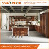 Gabinete de cozinha Charming feito sob encomenda da madeira contínua de Brown feito em China