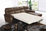 Sofa en cuir étendu avec le matelas