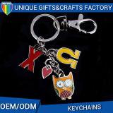 Il metallo di gomma personalizzato di Keychain di disegno perfezionamento il tasto con gli anelli
