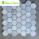 床のモザイクカラーラの大理石の白い六角形のタイル