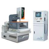 CNC는 철사 커트 EDM 기계를 통제했다