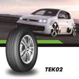 El vehículo de pasajeros cansa el neumático negro del flanco de los neumáticos de la parte radial