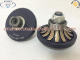 Рука профилируя биты маршрутизатора алмазного резца колеса
