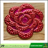 Etiqueta vermelha do metal do frasco de vinho da forma da flor