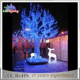 Árbol gigante hermoso de la alameda de compras de las decoraciones de la Navidad