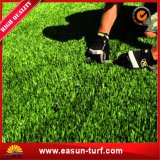 Césped sintetizado de la hierba del césped para ajardinar