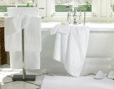 Jogo branco de toalha do banheiro do hotel do cetim da cor do algodão da alta qualidade