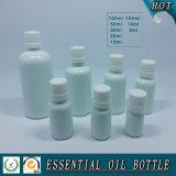 De witte Gekleurde Fles van de Essentiële Olie van het Glas met Wit GLB