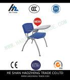 コンボの机のプラスチック椅子