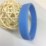 Preiswertes normales blaues kundenspezifisches Silikon-Armband für Kinder