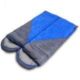 秋および冬のエンベロプのカップルの空の綿の寝袋