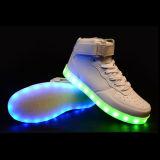 Zapatos ligeros de los deportes de las zapatillas de deporte LED de la manera de los hombres