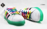 Обувь вскользь ботинок детей гуляя