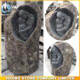 Basalt-Steingrundstein mit geschnitzten Blumen