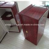 Caixa de madeira lustrosa elevada do vinho