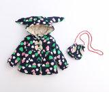 Cappotto stampato sveglio della ragazza del reticolo del cuore per i vestiti dei capretti
