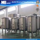 El agua potable purifica el tanque del filtro