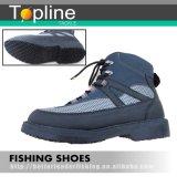 Hombres que van de excursión el zapato del ave zancuda de la pesca del cargador del programa inicial