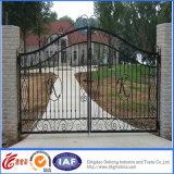 粉によって塗られる電流を通された錬鉄のゲート