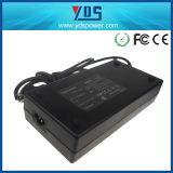 Заткните внутри переходнику 12V 12.5A Forled Usageac соединения и компьтер-книжки