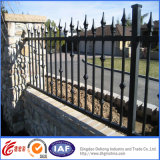 内部の優雅で美しい錬鉄の塀